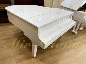 Белый рояль Petrof